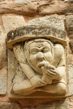 A chimera on a wall of Rufford Abbey, Nottinghamshire Gothic Gargoyles, Art Roman, Architectural Sculpture, Ange Demon, Cosplay Anime, Gremlins, Green Man, Stone Carving, Interesting Faces