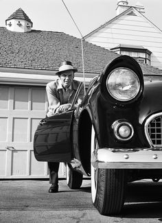 Frank Sinatra and his Thunderbird, photographed by Frank Worth, 1955