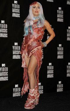 Vestido de carne de LADY GAGA en los MTV VMA 2010