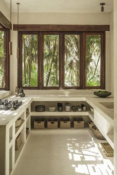 WWW.BelExplores.org ❥❥❥❥❥❥❥❥❥❥❥❥❥❥❥❥❥❥❥❥❥❥❥❥❥❥❥ Nestled in the tropical jungle mountain villa kitchen. From Mexico's Treehouse.