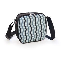 Cubic Lunchbag Happy Lineas. Estos colores azules son pura tendencia.