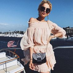 @carodaur sailing in style with the #furla90anniversary flap from the '20s ⛵️ Discover the whole capsule collection from the '20s to 2000s in our stores and on furla.com    #furlafeeling #fashion #minibag #furlametropolis #20s