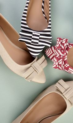 I love patterns!  Pointy toe flats with bows