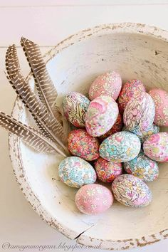 Liberty Print Eggs - Easter crafts, eggs covered with pretty Liberty print fabric Liberty Print, Liberty Fabric, Easter Egg Crafts, Easter Eggs, Easter Decor, Easter Ideas, Easter Bunny, Easter Weekend, Easter Celebration