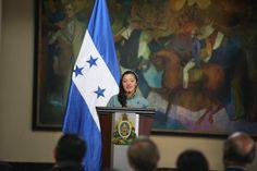 Sheyla es una de las jóvenes beneficiadas. Lanzan fundación para apoyar a jóvenes  El presidente Hernández garantizó su apoyo a la organización creada para dar becas  http://www.laprensa.hn/honduras/902611-410/lanzan-fundaci%C3%B3n-para-apoyar-a-j%C3%B3venes