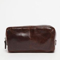 A streamlined version of its bigger brother, the George mini dopp kit offers optimal organization for travel toiletries, but could also serve as a stylish camera case or a chic carry-all for electronic chargers.