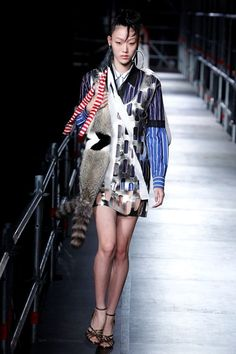 Sfilata Miu Miu Parigi - Pre-collezioni Primavera Estate 2016 - Vogue