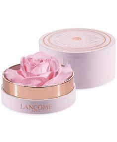 Get the latest on-trend glow look through the most elegant and vintage methodology. Encapsulated in a 1950s French-inspired Bijou box, traditionally meant to house loose powders, is a new-generation h