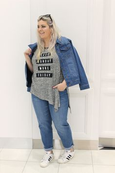 Plus size blogger Candice wears K+K denim jeans, denim jacket, statement t-shirt. Plus size outfit, plus size fashion. #plussizeblogger #denim #streetstyle #denimjacket #jeans #statementtee #asymmetric #greymarle #casual #casualstyle #weekendoutfit #casualoutfit