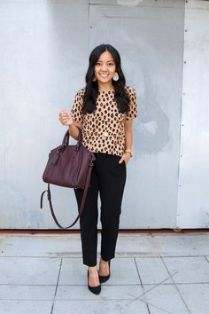 business casual + leopard print top + black pants + black heels + maroon tote - Outfits for Work Business Professional Outfits, Business Casual Outfits For Women, Casual Work Outfits, Work Casual, Business Attire, Casual Office, Stylish Office, Young Professional, Casual Summer