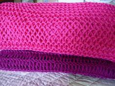 Ce modèle de boléro transformable en tour de cou - La Malle aux Mille Mailles Tour, Crochet, Blanket, Claire, Bolero Pattern, Tuto Tricot, Crochet Hooks, Blankets, Shag Rug