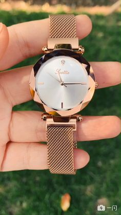 Woman watches, the only accessories that I am in love with! Stylish Watches For Girls, Trendy Watches, Cute Watches, Elegant Watches, Beautiful Watches, Vintage Watches, Gold Watches Women, Rose Gold Watches, Luxury Watches Women