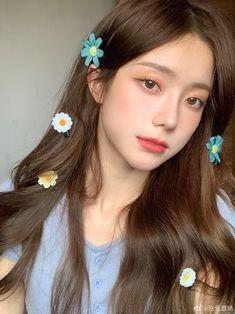 Korean Beauty Girls, Pretty Korean Girls, Cute Korean Girl, Makeup Korean Style, Korean Natural Makeup, Light Makeup Looks, Asian Makeup Looks, Selfie Foto, Korean Girl Photo