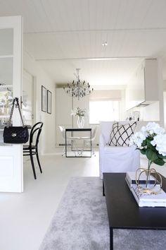 Homevialaura   Flos 2097/30   Gino Sarfatti   modern chandelier    monochrome home   modern classic interior   neutral decor