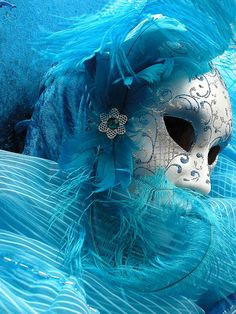Carnaval (I'm really into blue right now. Especially with silver or neon green. Venetian Carnival Masks, Carnival Of Venice, Rio Carnival, Costume Venitien, Venice Mask, Masquerade Party, Masquerade Masks, Beautiful Mask, Carnival Costumes
