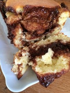 Yogurt and Nutella Cake by Cyril Lignac - The effective recipes of a lazy anti lumps - Yes, it is dripping with Nutella ! A priori, the yogurt cake does not excite me, I also make it o - Delicious Cake Recipes, Homemade Cake Recipes, Best Dessert Recipes, Yummy Cakes, Nutella Recipes, Yogurt Recipes, Fun Recipes, Yogurt Dessert, Yogurt Cake