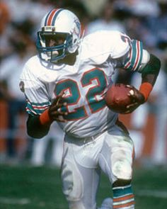 This is a photo of the main character of the book Tony Nathan. He had a very successful ten year career on the Miami Dolphins. Football Pads, Nfl Football Players, Football Helmets, College Football, Tony Nathan, 1972 Miami Dolphins, Miami Marlins, Tough Guy, Running Back