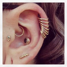Heart & ear of gold. Jewelry by @leroifinebodyjewelry & BVLA #helix…