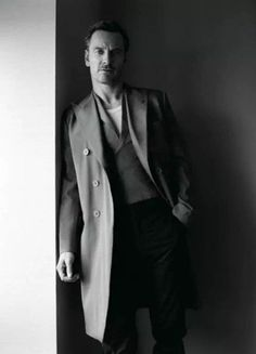 Michael Fassbender photoshoot for 'STYLE: Modern Weekly Magazine' (China) - March 2017 - by Shayne Laverdiere Fashion Photography Poses, Man Photography, Michael Fassbender Shame, Business Photo, Mr Perfect, Business Portrait, Male Poses, Portraits, Portrait Inspiration