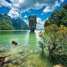 Dzejms Bond Ostrvo (James Bond Island), popularna turisticka atrakcija veoma poznata zbog filma Dzejms Bond:Covek sa zlatnim pistoljem.#dzejmsbond #ostrvo #tajland #atrakcija #coveksazlatnimpistoljem #odmor #uzivanje #raj #zabava #maja_tours