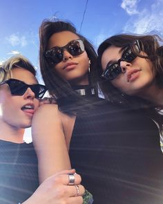 While we await a trailer for Elizabeth Banks' upcoming Charlie's Angels remake, Sony Pictures has shared an official behind-the-scenes photo featuring stars Kristen Stewart, Naomi Scott, and Ella Balinska. Kristen Stewart, Charlies Angels Movie, Angel Cast, Film Serie, Strike A Pose, Kate Moss, Ariana Grande, Movies And Tv Shows, Detective