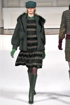 Oscar de la Renta Fall 2011 Ready-to-Wear Collection - Vogue Couture Fashion, Fashion Show, Fashion Design, Crochet Coat, Vogue, Long Jackets, Winter Collection, Knitwear, Ready To Wear