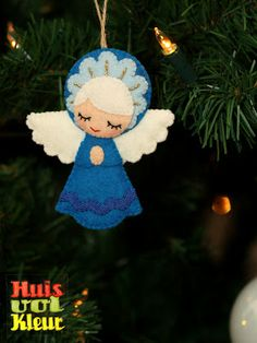 huisvolkleur: Kerst, vilt engel felt angel by cara Angel Crafts, Christmas Projects, Felt Crafts, Holiday Crafts, Diy Crafts, Christmas Angel Ornaments, Felt Christmas Decorations, Christmas Angels, Fabric Ornaments