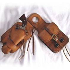 Pommel bag/ holster- if only I had a horse;)