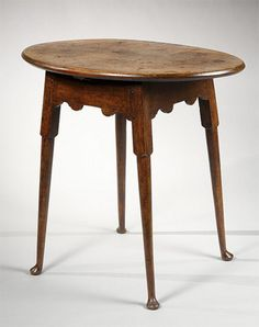 Queen Anne maple oval top tea table  Connecticut or Rhode Island, circa 1740  Private collection