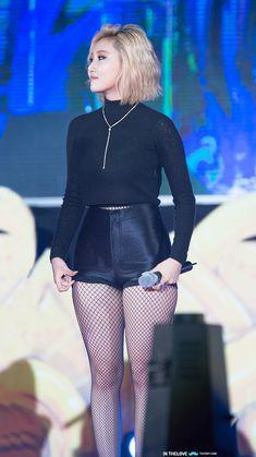 MAMAMOO :: Hwasa she kinda make me feel good about my thighs tbh.