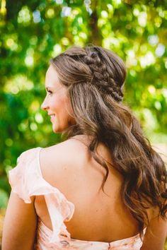 Welliges Haar mit Flechtkranz für Ihre Hochzeitsfrisur