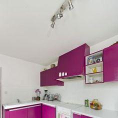 Repeindre le carrelage au sol d'une cuisine : tuto en images - Côté Maison Kitchen Room Design, Kitchen Cabinets, Shelves, Home Decor, Home Remodeling, Home Kitchens, Make Curtains, Vintage Bathtub, Floor Decor