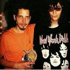 Chris Cornell (The Soundgarden) with Joey Ramone (The Ramones) that love The N. Chris Cornell, Vicky Cornell, Joey Ramone, Ramones, Punk Rock, Say Hello To Heaven, Pictures Of Lily, Temple Of The Dog, Grunge Guys