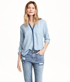 CONSCIOUS. V-neck shirt in washed, Tencel® lyocell denim. Covered, contrasting button placket, buttons at cuffs, and chest pockets. Slightly longer at back.