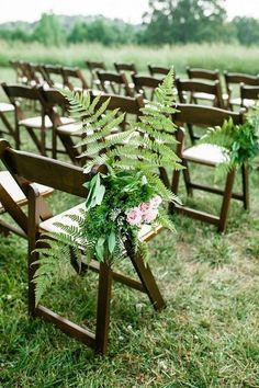25 Edgy And Bold Fern Wedding Ideas - Mundo de la boda Wedding Aisles, Fern Wedding, Woodland Wedding, Wedding Flowers, Wedding Backdrops, Wedding Bouquet, Boho Wedding, Summer Wedding, Wedding Reception