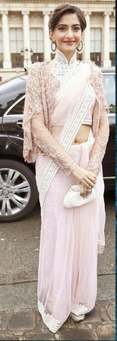 #Bollywood #Replica Sonam Kapoor Heavy Cream Designer #Saree  #Saree  #bollywoodfashion #celebrityfashion #celebritysaree #bollywoodsaree #craftshopsindia