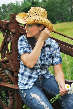 8945960-Country-girl-brushing-hair-back-Fashionable-Cowgirl-Stock-Photo.jpg (870×1300)
