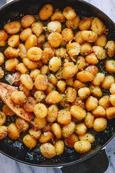 Fried Butter Gnocchi with Garlic & Parmesan - - Comfort food at its finest! This easy skillet gnocchi recipe takes only 15 mins to make and is perfect for weeknight dinners. - by Cooking is an expression that crosses boundaries. Parmesan Recipes, Garlic Parmesan, Pasta Recipes, Dinner Recipes, Cooking Recipes, Fried Garlic, Garlic Butter, Oven Recipes, Easy Cooking