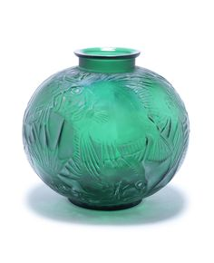 René Lalique 'Poisson' a Vase, design 1921 green glass, frosted, polished and heightened with white staining 23.5cm high