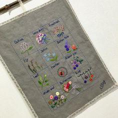 -2016/05/11 ...프랑스자수 12가지 기법으로 만들어 본  벽걸이~ ........마무리는 아끼는 앤틱 레이스로~ . . . By Alley's home #embroidery#stitch#knitting#crochet#crossstitch#handmade#homemade#homedecor#needlework#antique#vintage#pottery#flower#teatime#blacktea#classic#프랑스자수#진해프랑스자수#창원프랑스자수#프랑스자수스티치북#파우치#티매트#티코지#홍차#티타임#손자수#진해이동#앨리홈#스티치샘플러