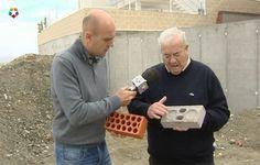"""Un vecino de Aranjuez, Andrés Villamarín, es el inventor del ladrillo """"anti-sísmico"""". Asegura que se trata de un ladrillo capaz de ofrecer cuatro veces mas resistencia que uno convencional. Por é..."""