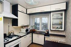 This is just a brilliant idea for a tiny kitchen! In these wonderful cabinets to store kitchen appliances, baking dishes, big pots. You have a small kitchen? Basic Kitchen, Mini Kitchen, Kitchen Interior, Kitchen Decor, California Decor, Tiny Bathrooms, Outdoor Kitchen Design, Cuisines Design, Sweet Home