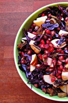 Le, elsk, spis!: Rødkålssalat med (granat)æble, figner og hasselnødder