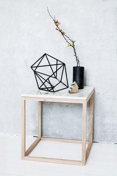 Mesa rincón tapa de mármol // Wood table with marble top