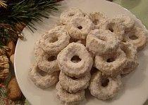 Kokosové cukroví ze strojku Onion Rings, Doughnut, Cookies, Ethnic Recipes, Desserts, Food, Crack Crackers, Tailgate Desserts, Deserts