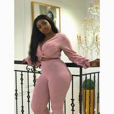 Este posibil ca imaginea să conţină: unul sau mai mulţi oameni şi interior Black Girl Magic, Black Girls, Pink Saree, Fashion Outlet, Dusty Pink, Wholesale Clothing, Emporio Armani, Curvy, Button Down Shirt