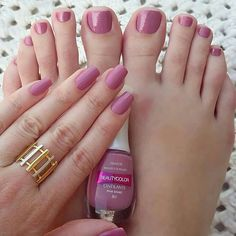 love her pretty fingers & cute toes! Sexy Nails, Sexy Toes, Toe Nails, Pink Nails, Painted Toes, Toe Nail Designs, Gorgeous Feet, Pretty Toes, Female Feet