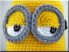 Minion, free crochet pattern with embroidered eyes!