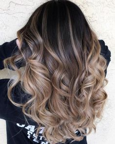 Reminiscent of the striped copper stone, tiger eye hair is the update to balayage we've been waiting for. The hair trend pulls warm tones from dark hair in the natural style we've come to expect from painted-on highlights. Brown Ombre Hair, Brown Blonde Hair, Ombre Hair Color, Hair Color Balayage, Brunette Hair, Hair Bayalage, Beige Blonde, Blonde Balayage, Black Hair To Balayage