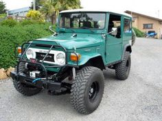 These old Toyota FJ40's are sweet.